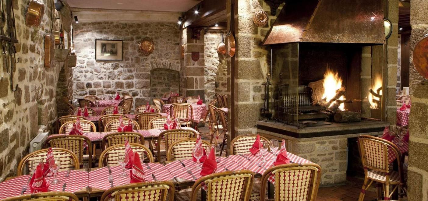 Auberge Saint-Pierre-intérieur restaurant-Les Pieds dans l'Eau