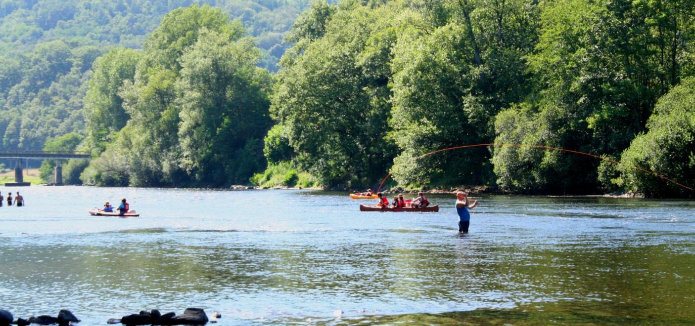 Camping Au Soleil d'Oc-bord de rivière-Les Pieds dans l'Eau 2