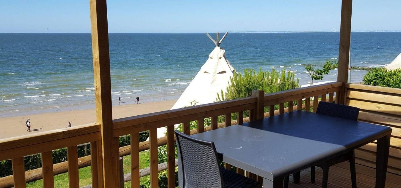 Camping de La Plage Houlgate-terrasse vue mer-Les Pieds dans l'Eau