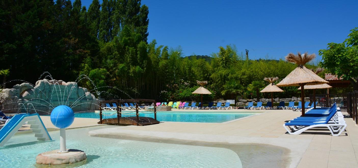 Camping Domaine de Gil-piscine-Les Pieds dans l'Eau