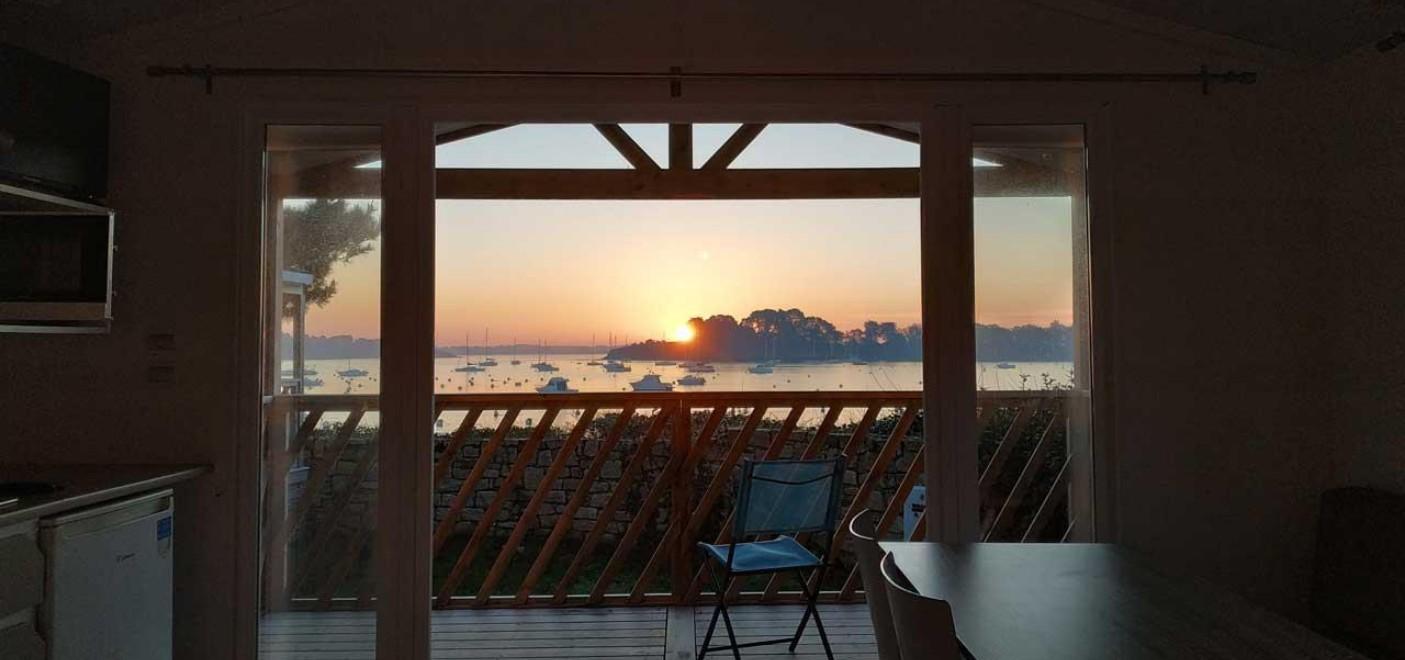 Camping du Bilouris-couché de soleil et vue mer depuis un locatif-Les Pieds dans l'Eau