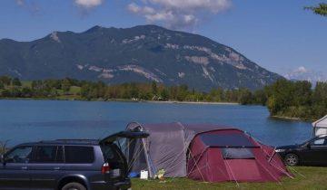Camping du Lac du Lit du Roi-emplacement avec vue sur le lac-Les Pieds dans l'Eau