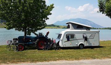 Camping du Lac du Lit du Roi-emplacement de camping car avec vue sur le lac-Les Pieds dans l'Eau