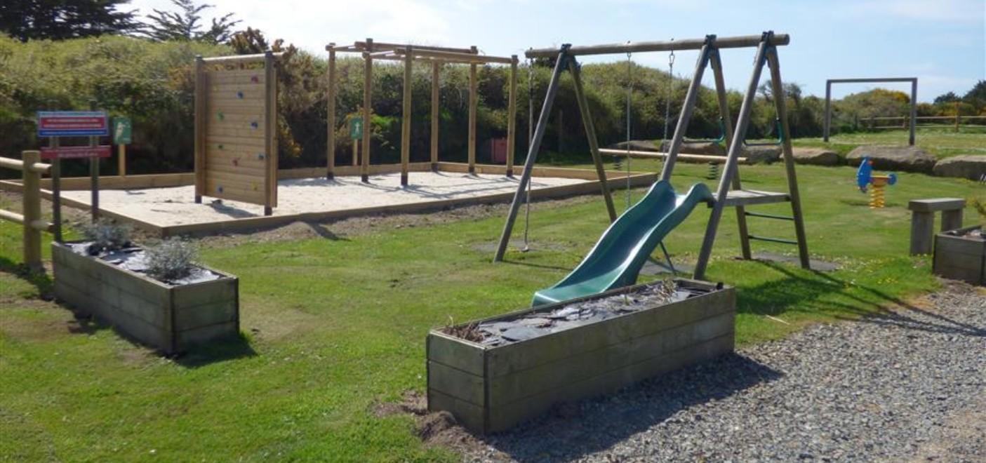 Camping Du Port-aire de jeux-Les Pieds dans l'Eau