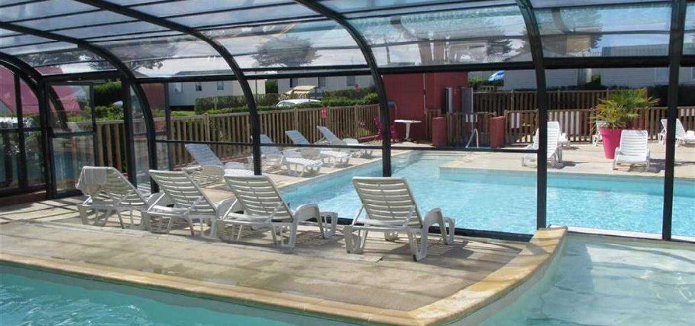 Camping Du Port-piscine couverte-Les Pieds dans l'Eau