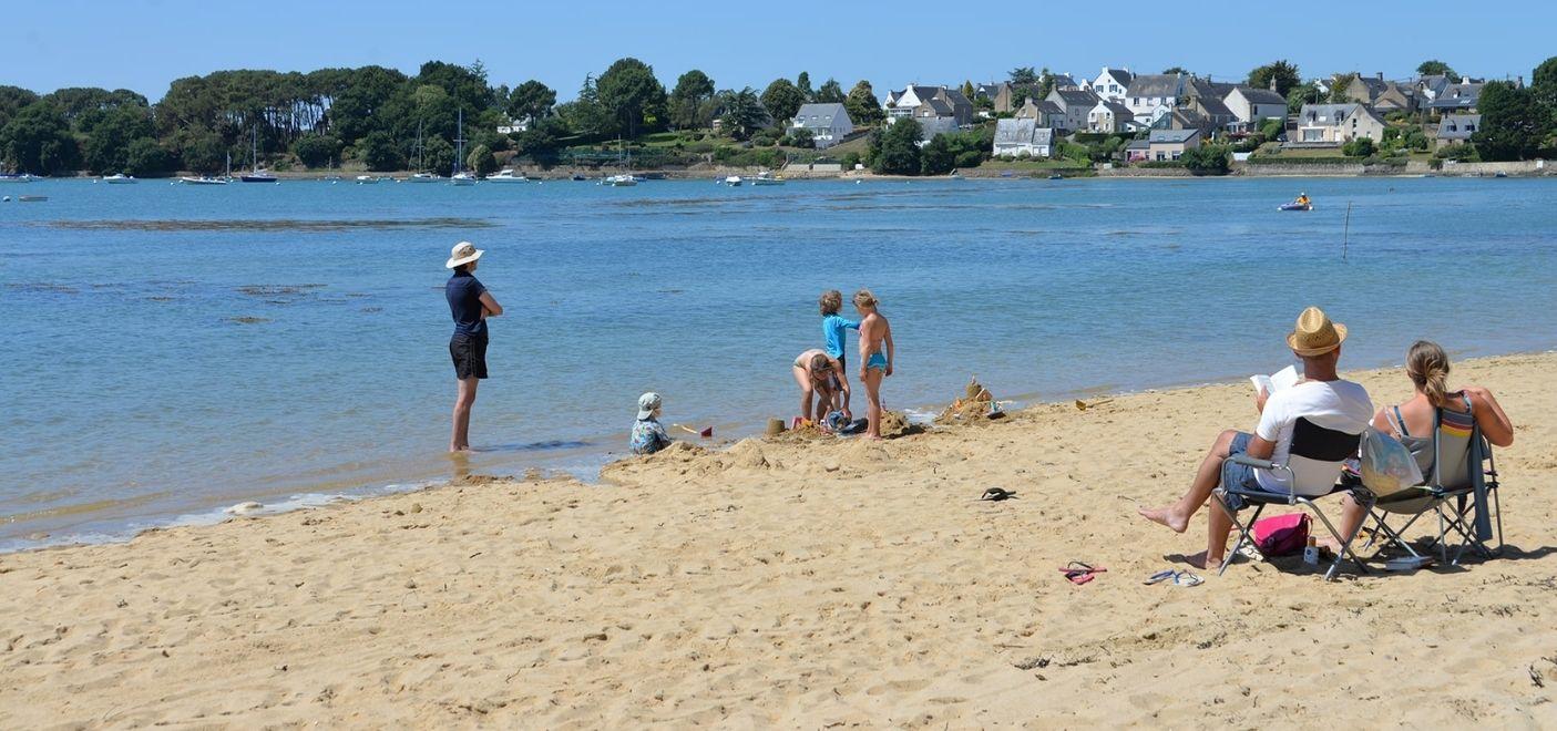 Camping Ker Eden-activités sur la plage-Les pieds dans l'eau