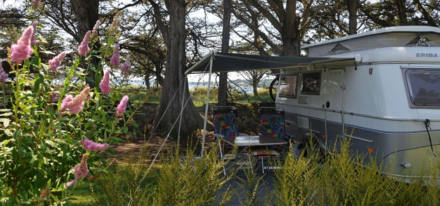 Camping Ker Eden-emplacement vue mer-Les pieds dans l'eau