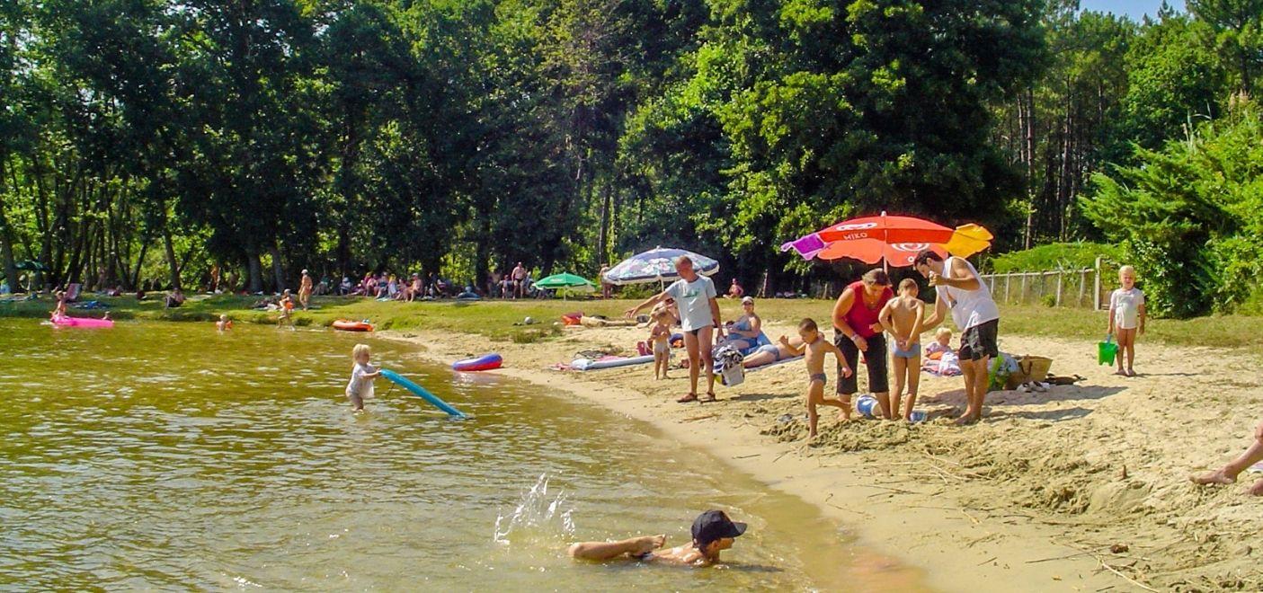 Camping La Calède-Baignade dans le lac-Les pieds dans l'eau