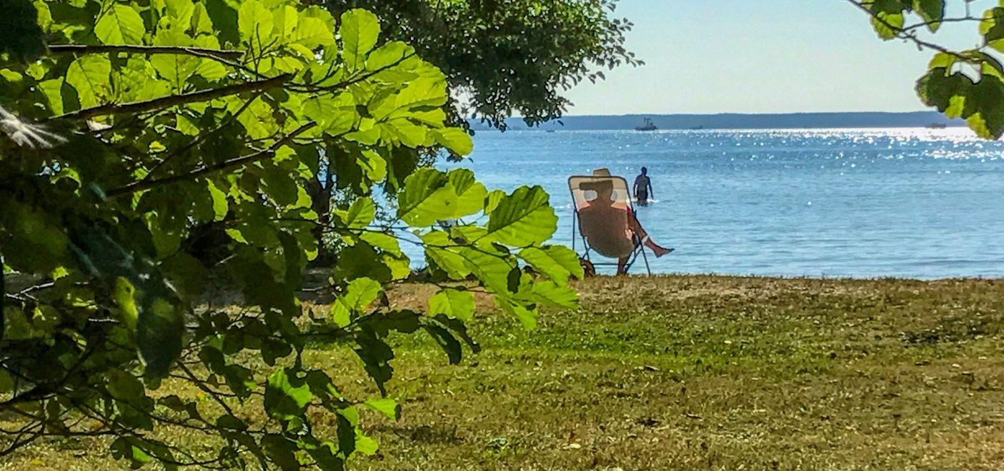 Camping La Calède-Détente en bord de lac-Les pieds dans l'eau