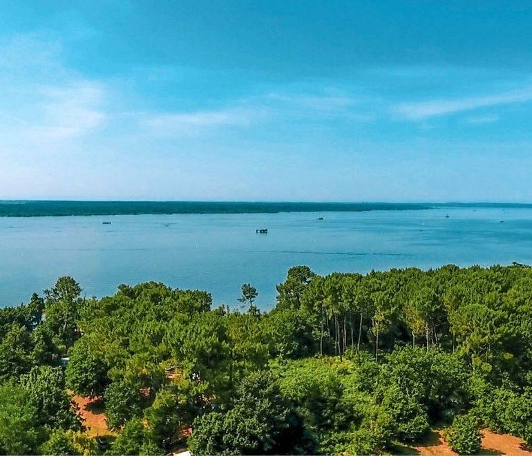 Camping La Calède-vue aérienne sur l'eau-Les pieds dans l'eau
