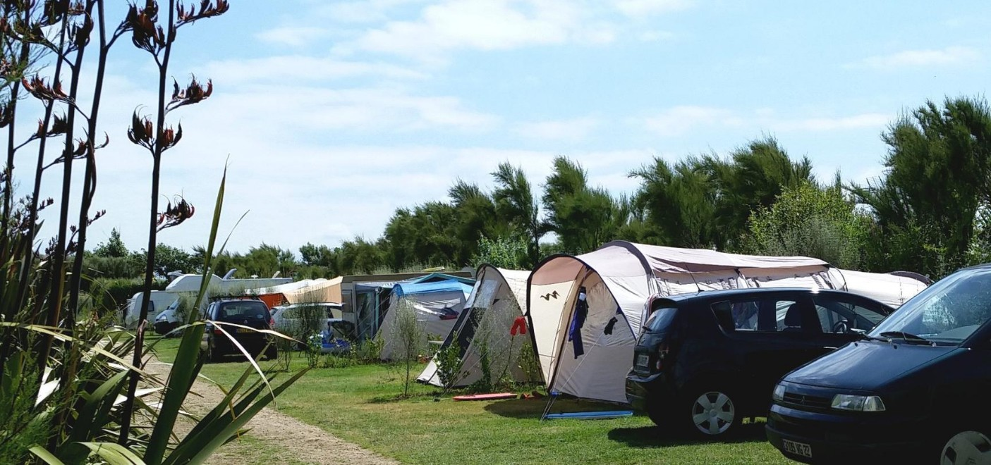 Camping La Plage de Treguer-emplacements-Les Pieds dans l'Eau