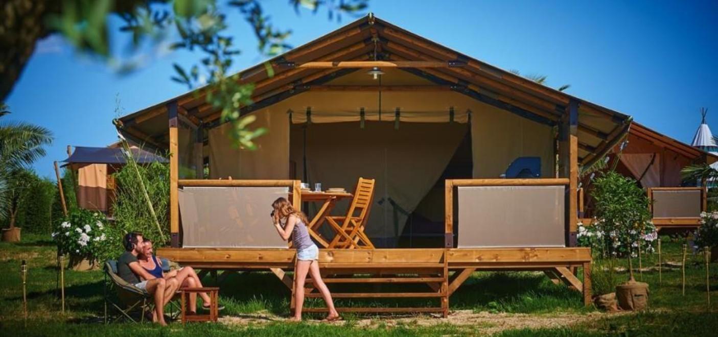 Camping La Source-hébergement-Les Pieds dans l'Eau