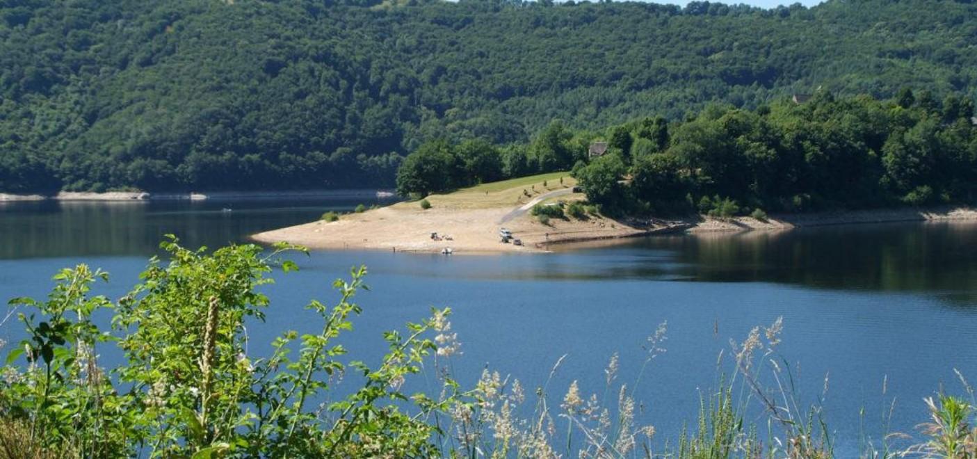 Camping La Source-Lac de Sarrans-Les Pieds dans l'Eau 3