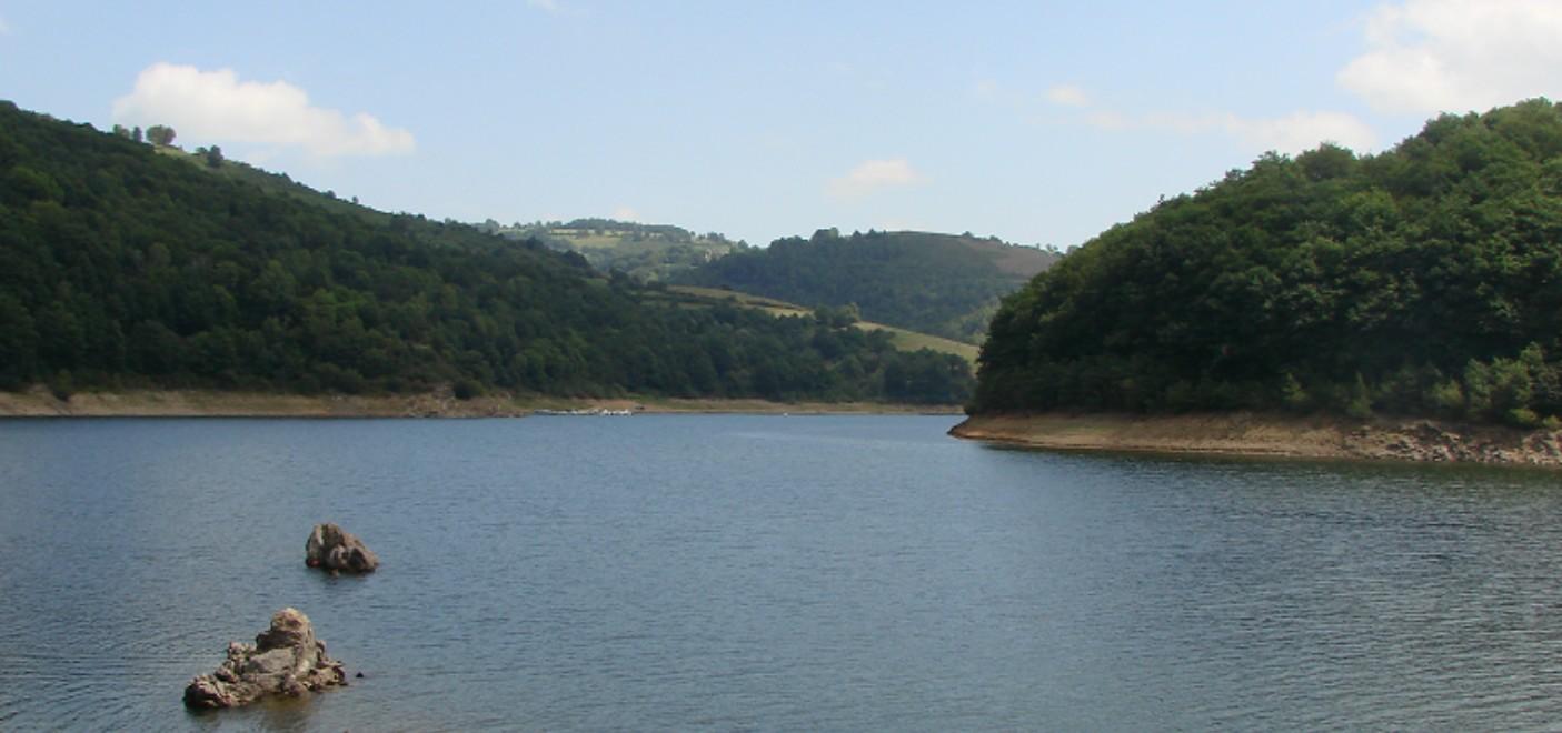Camping La Source-Lac de Sarrans-Les Pieds dans l'Eau