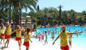 Camping La Torre Del Sol-animations au bord de la piscine-Les Pieds dans l'eau