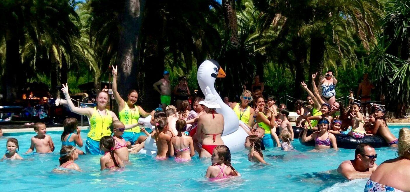 Camping La Torre Del Sol-animations enfants au bord de la piscine-Les Pieds dans l'eau
