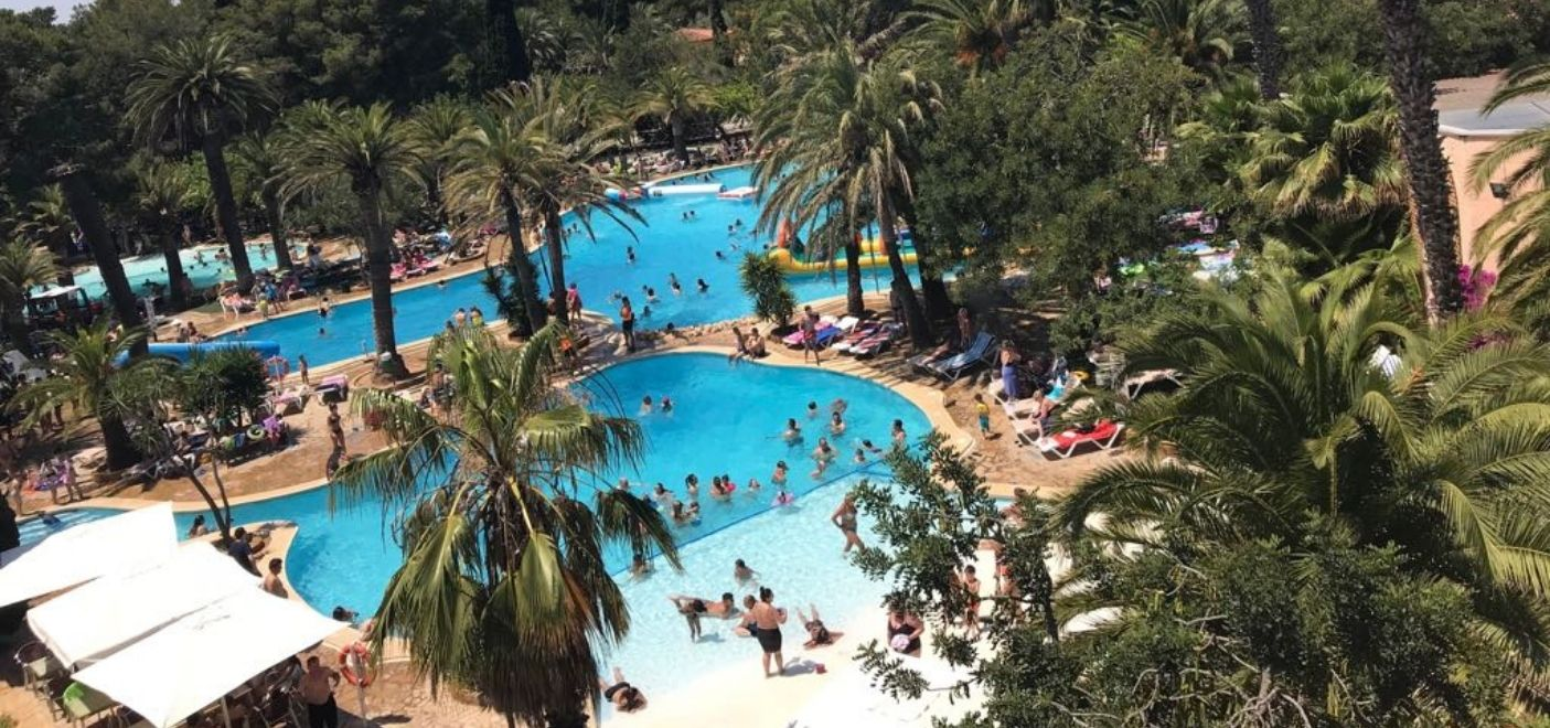 Camping La Torre Del Sol-piscine vue du ciel-Les Pieds dans l'eau