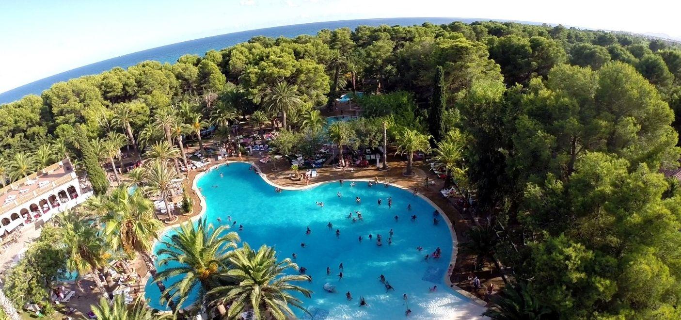 Camping La Torre Del Sol-vue aérienne piscine et mer-Les Pieds dans l'eau