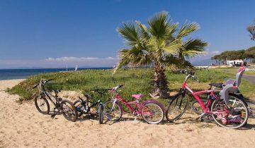 Camping Le Pansard-balade en vélo sur la plage-Les Pieds dans l'Eau