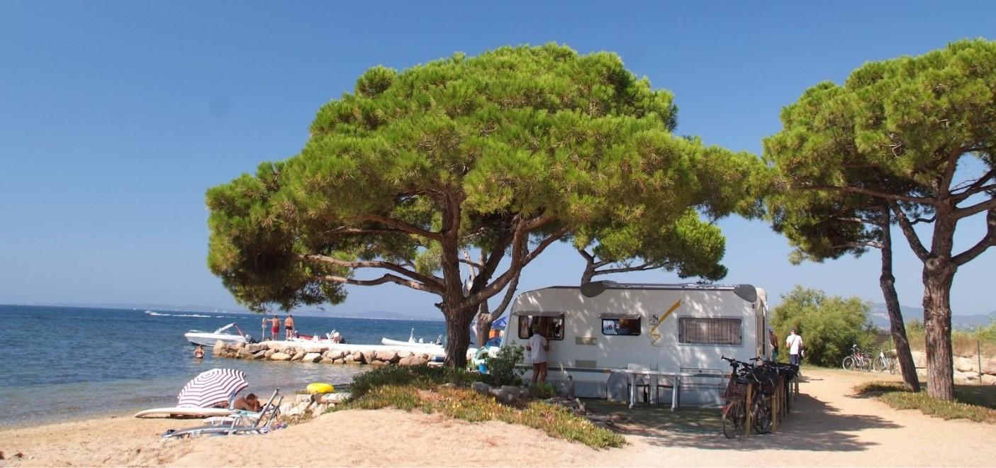 Camping Le Pansard-emplacement en bord de mer-Les Pieds dans l'Eau 4