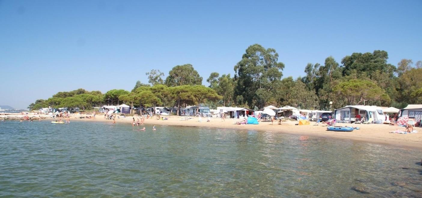 Camping Le Pansard-plage-Les Pieds dans l'Eau