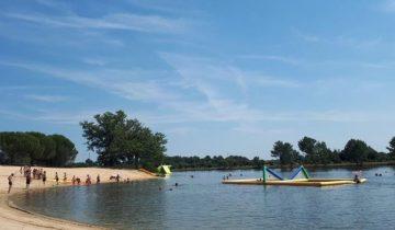 Camping Le Paradou-plage en bord de lac-Les Pieds dans l'Eau 2