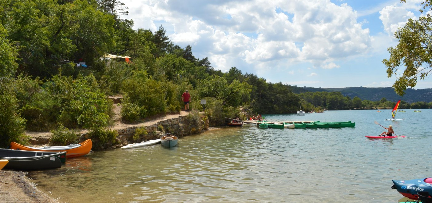 Camping Le Soleil Esparron-canoë sur le lac-Les Pieds dans l'Eau