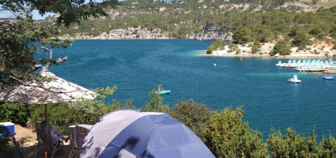 Camping Le Soleil Esparron-emplacement avec vue sur le lac-Les Pieds dans l'Eau