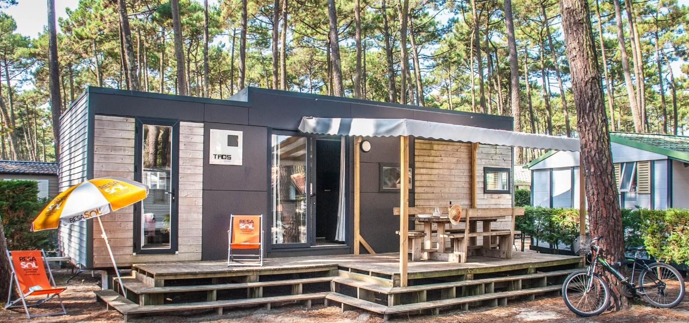 Camping Le Vieux Port-locatif-Les Pieds dans l'Eau 3