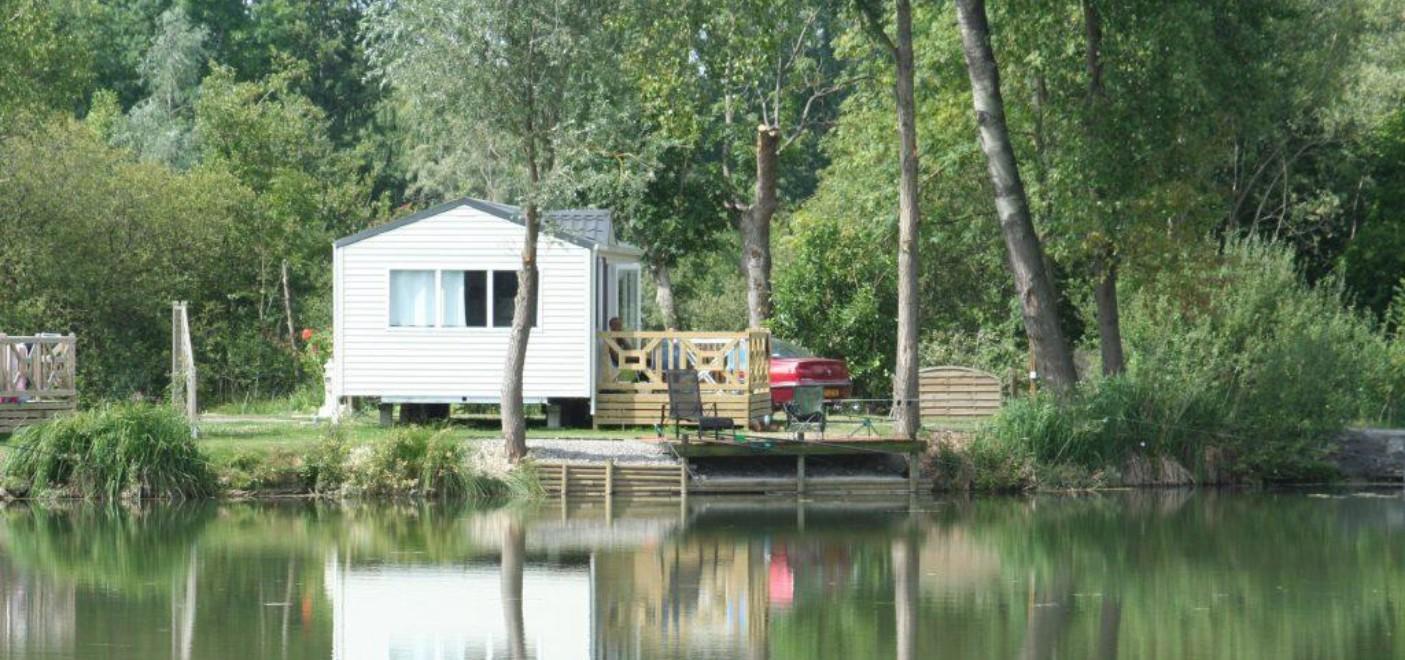 Camping Les Puits Tournants-locatif avec ponton de pêche-Les Pieds dans l'Eau 2