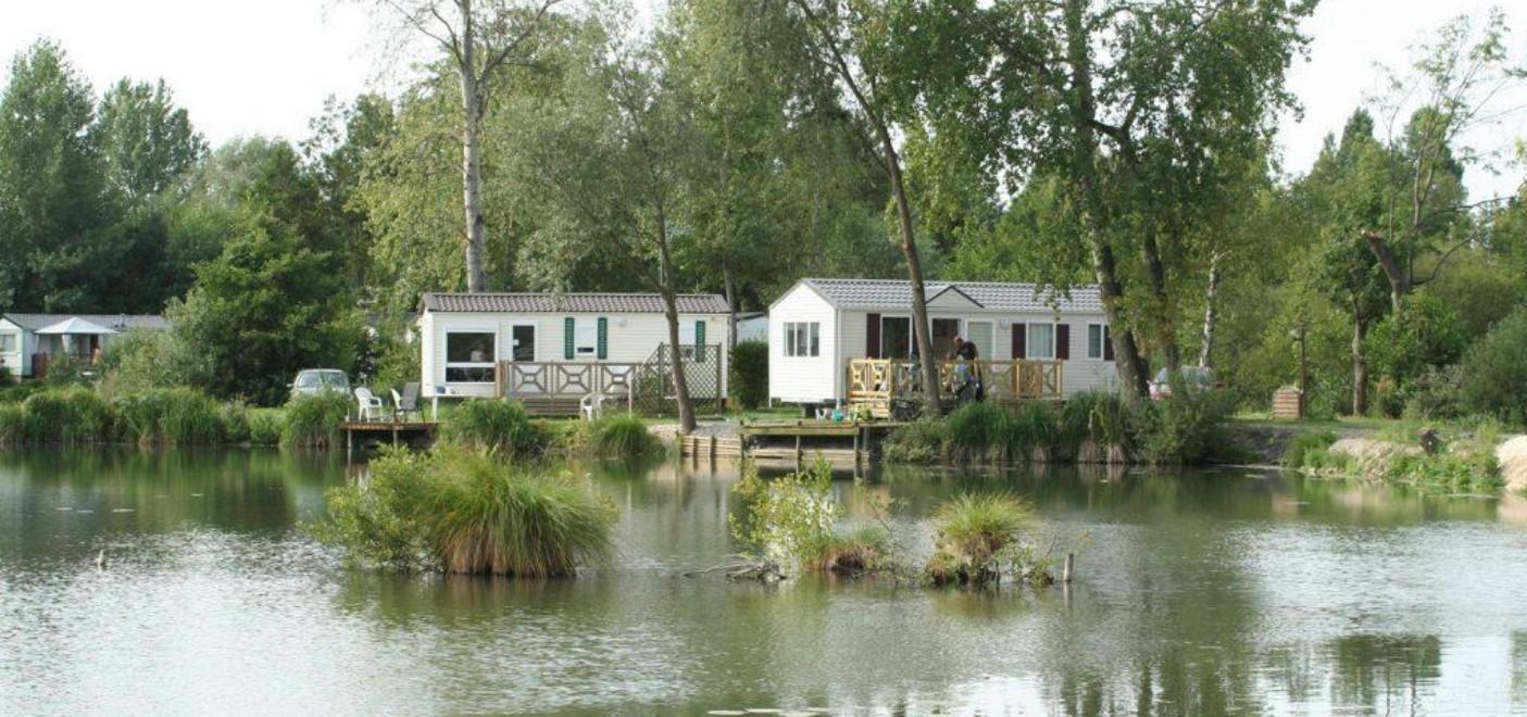 Les Pieds Dans L'eau : Camping Les Puits Tournants Locatif Avec Ponton De Pêche Les Pieds Dans L'eau