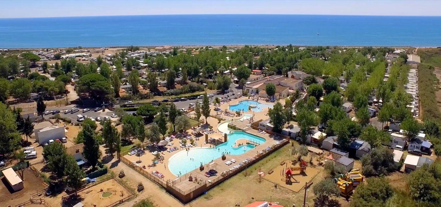 Camping Méditerranée Plage-vue aérienne-Les pieds dans l'eau 2