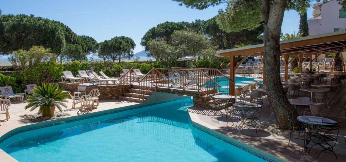 Grand Hotel du Lido-piscine-Les Pieds dans l'Eau