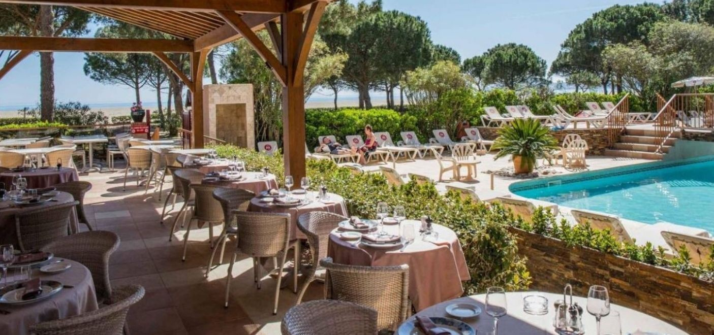 Grand Hotel du Lido-terasse restaurant vue mer-Les Pieds dans l'Eau