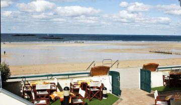 Hôtel Alexandra-accès direct à la plage-Les Pieds dans l'Eau