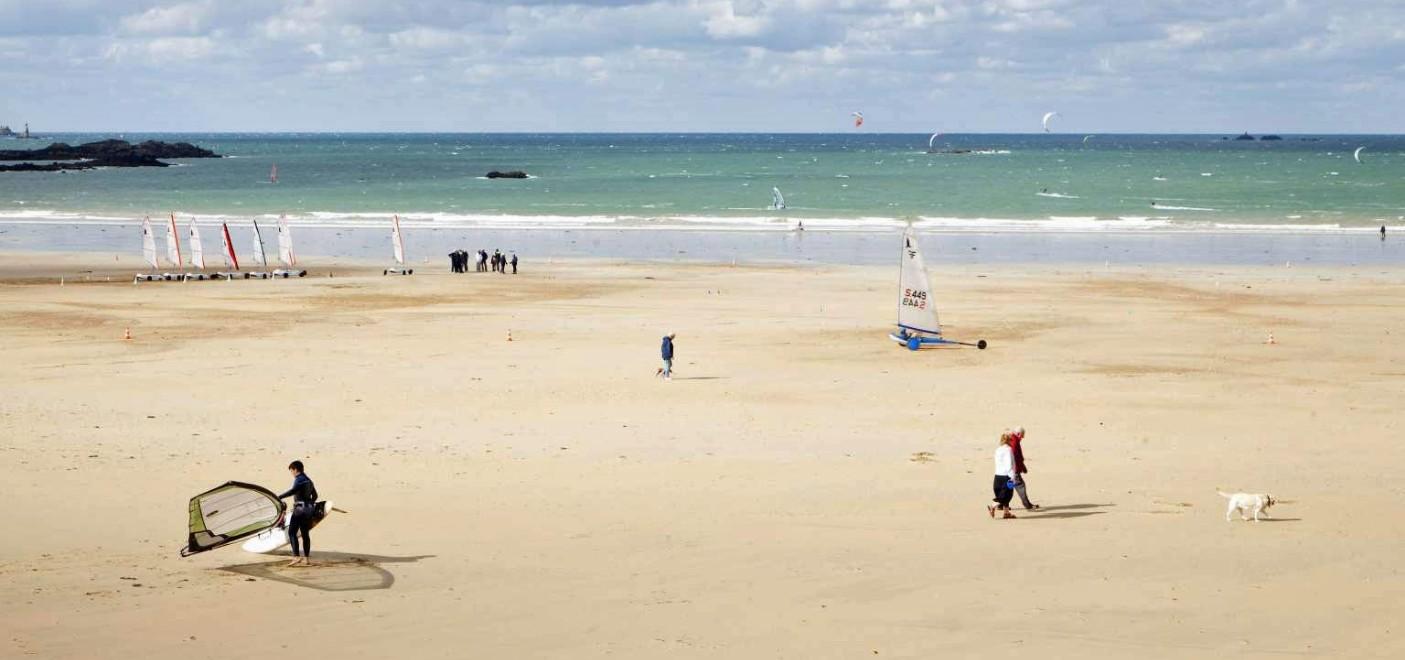 Hôtel Alexandra-activités nautiques sur la plage-Les Pieds dans l'Eau