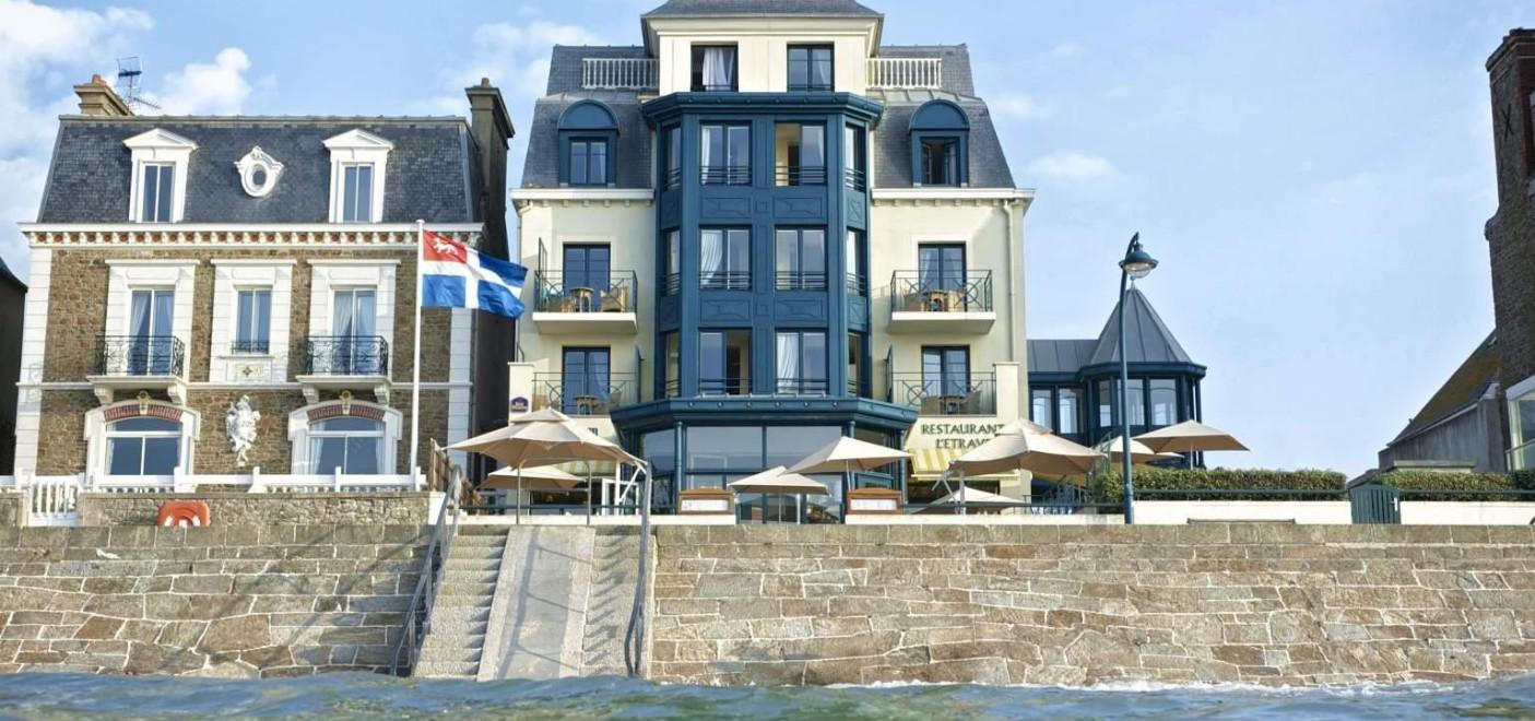 Hôtel Alexandra-façade-Les Pieds dans l'Eau 2