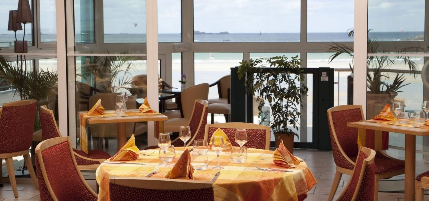 Hôtel Alexandra-restaurant vue mer-Les Pieds dans l'Eau
