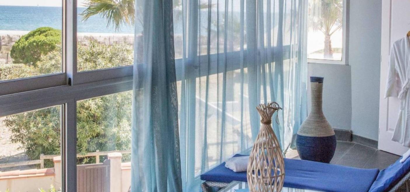 Hôtel Bulles de Mer-baie vitrée vue mer-Les Pieds dans l'Eau