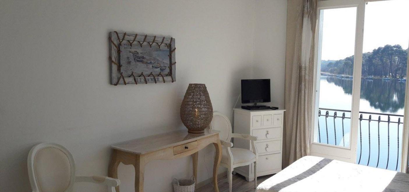 Hôtel La Caravelle-chambre vue lac-Les Pieds dans l'Eau 2