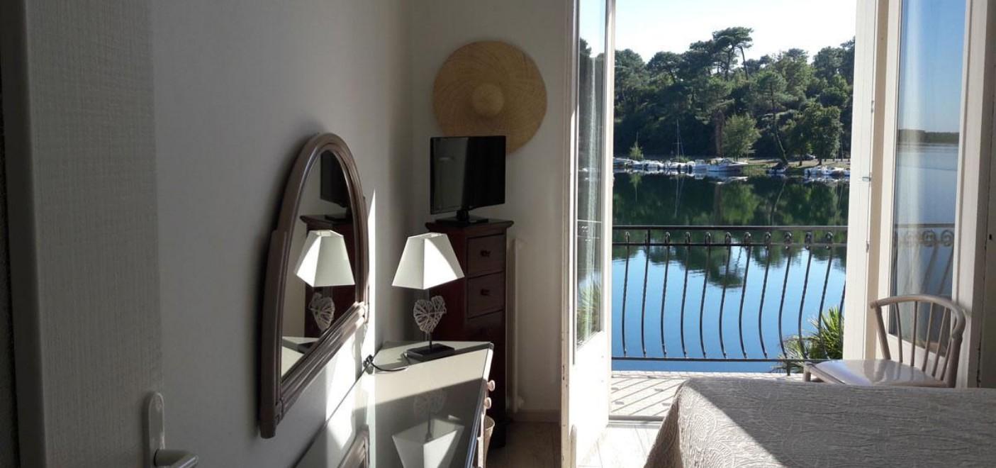 Hôtel La Caravelle-chambre vue lac-Les Pieds dans l'Eau 3