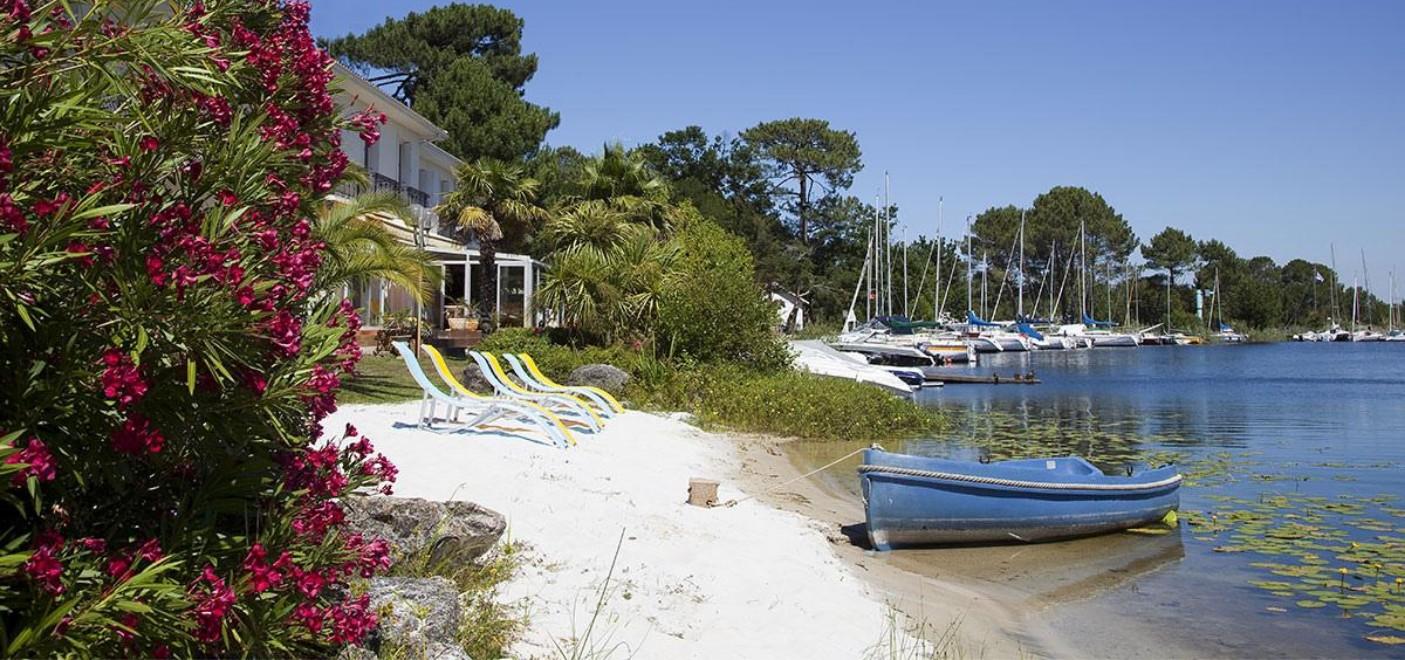 Hôtel La Caravelle-plage privée en bordure de lac-Les Pieds dans l'Eau