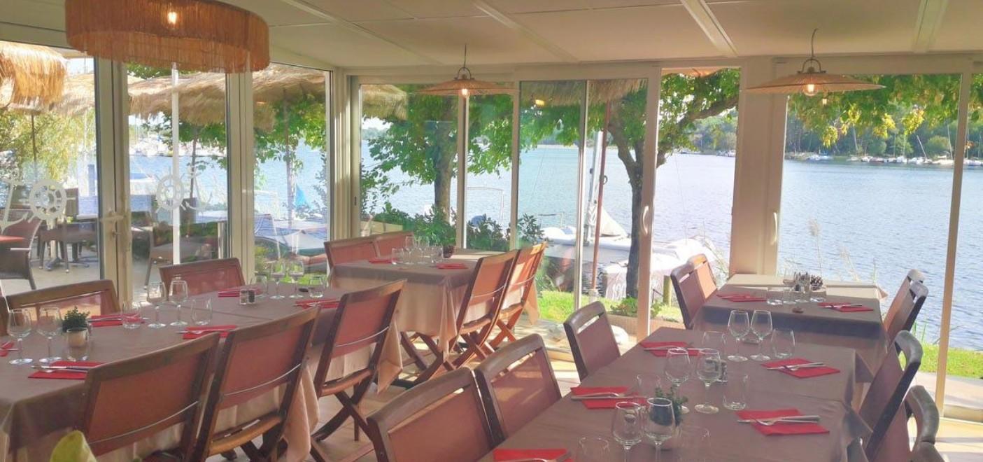 Hôtel La Caravelle-restaurant vue lac-Les Pieds dans l'Eau 2