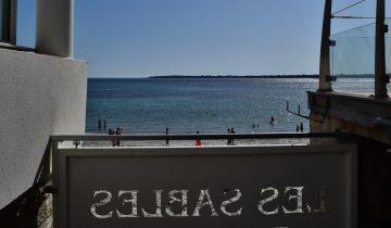 Hôtel Les Sables Blancs-portail d'accès à la plage-Les Pieds dans l'Eau
