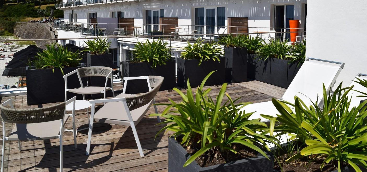Hôtel Les Sables Blancs-terrasse-Les Pieds dans l'Eau