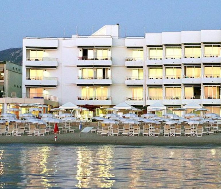 Hôtel Sabbia d'Oro-façade-Les Pieds dans l'Eau