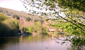 Camping Lac de Saint-Point-lac-Les pieds dans l'eau