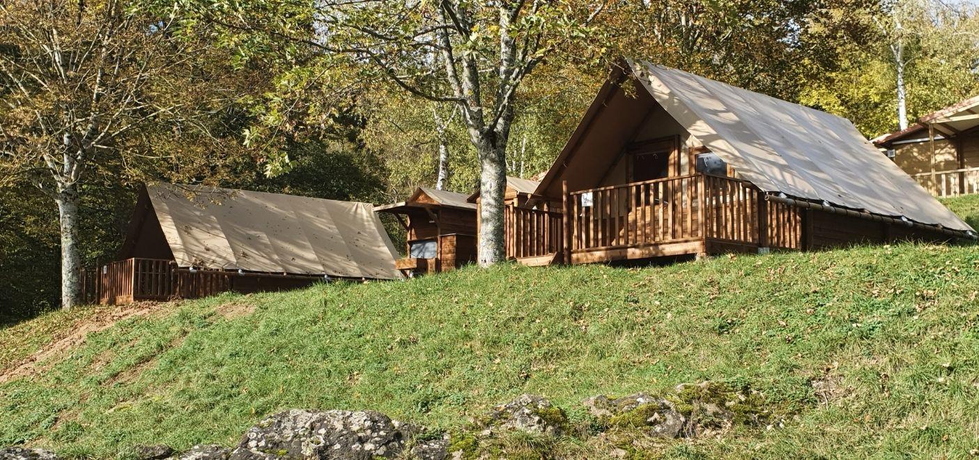 Camping Lac de Saint-Point-tente lodge-Les pieds dans l'eau2