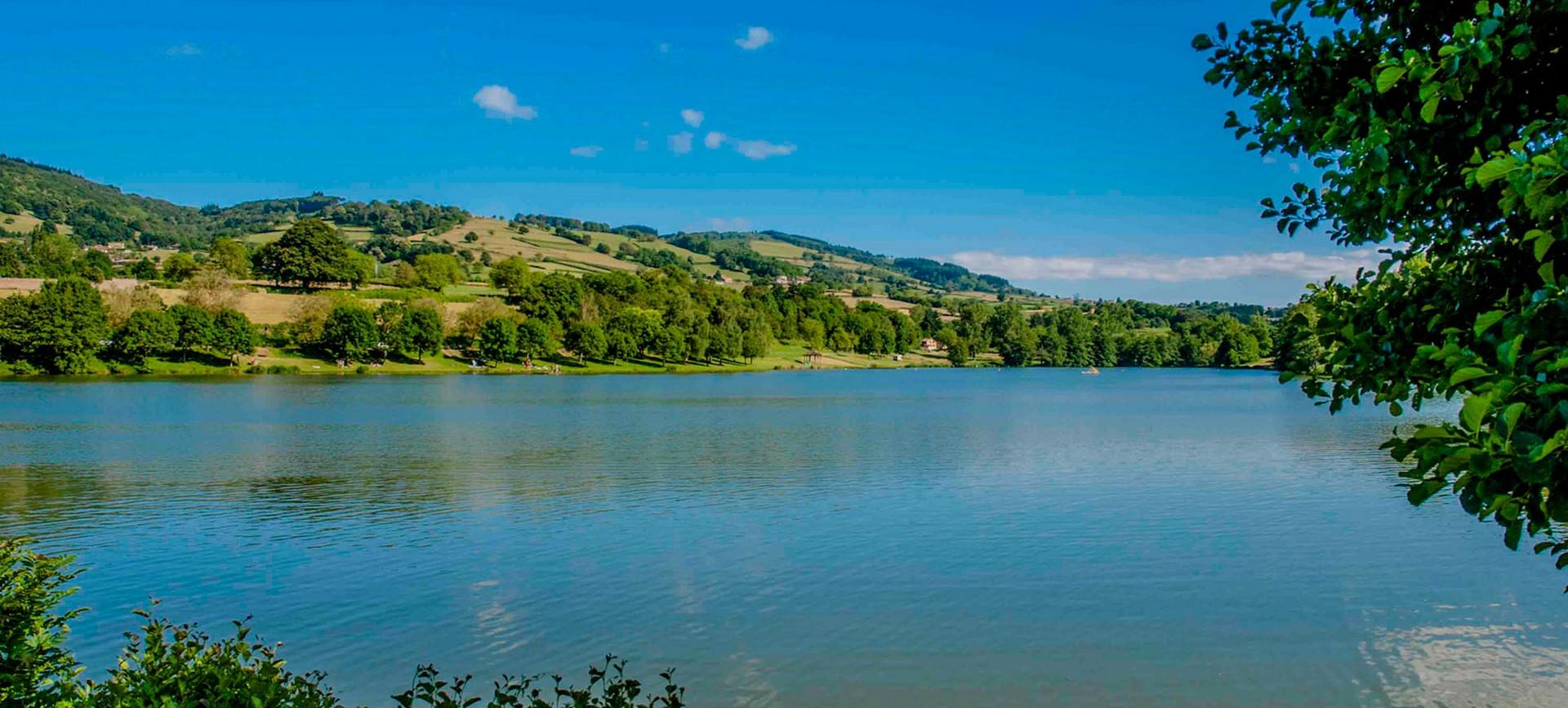Camping Lac de Saint-Point-vue sur le lac-Les pieds dans l'eau