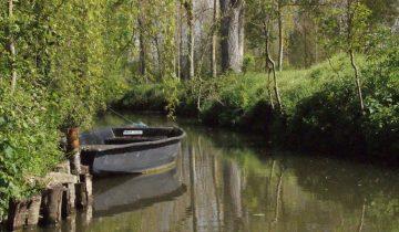 Camping Les Conches-Barque amarrer-Les pieds dans l'eau